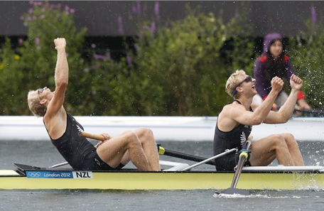 Bond and Murray rowing New Zealand