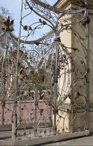 Hyde Park gates  by Giuseppe Lund
