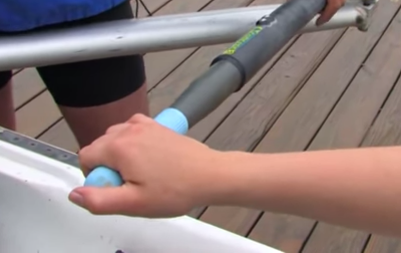Sculling grip on the recovery (feather)